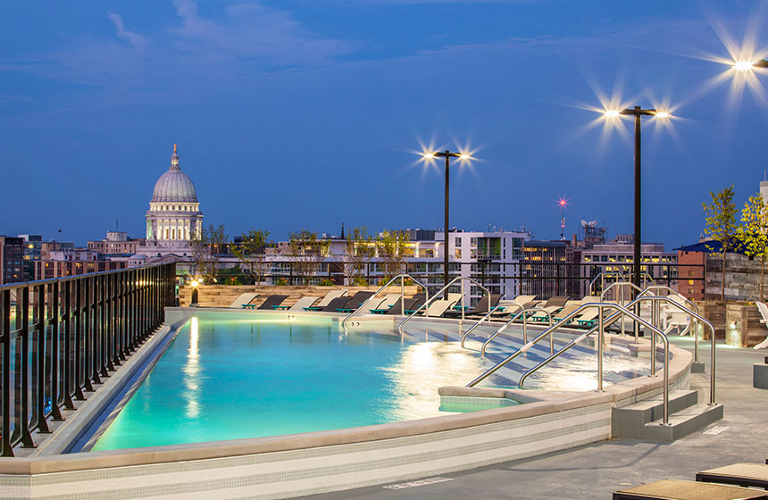 Rooftop pool, view of Capitol Building