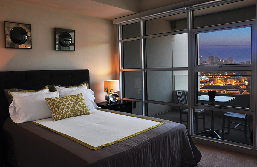 Bedroom with views of the city