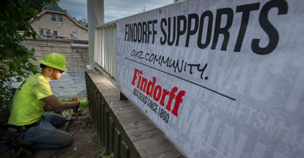 Findorff Milwaukee Volunteers For Block Build MKE
